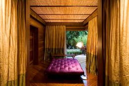 Chambre de style de style Tropical par Mareines+Patalano Arquitetura
