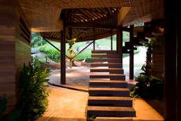 Mareines+Patalano Arquitetura:  tarz Koridor ve Hol