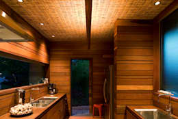 Mareines+Patalano Arquitetura: tropikal tarz tarz Mutfak