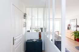 APPARTEMENT LE KREMLIN BICETRE: Couloir et hall d'entrée de style  par Agence Manuel MARTINEZ