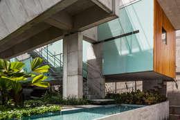 Casas de estilo  por spbr arquitetos