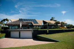 Casas de estilo moderno por Mantovani e Rita Arquitetura
