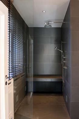 Dusche: moderne Badezimmer von tredup Design.Interiors