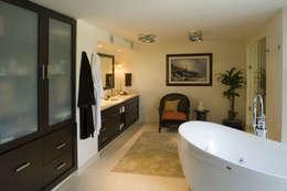 Casa Sauces: Baños de estilo  por ARCO Arquitectura Contemporánea