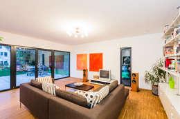 Livings de estilo moderno por Helwig Haus und Raum Planungs GmbH