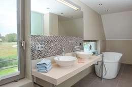 moderne Badkamer door die raumplaner