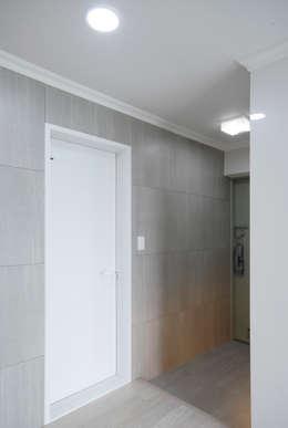 D Apartment (106sqm.): By Seog Be Seog | 바이석비석의  베란다