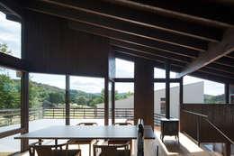 Salle à manger de style de style Moderne par 設計組織DNA