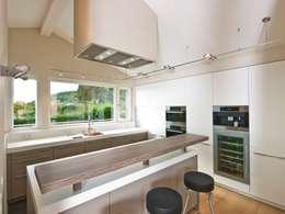 moderne Keuken door Bau-Fritz GmbH & Co. KG