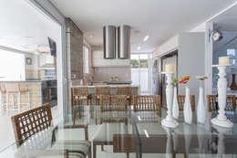 Comedores de estilo moderno por Arquitetura Pini
