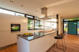 modern Kitchen by HUF HAUS GmbH u. Co. KG
