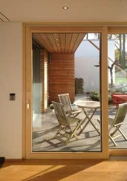 PLUS-Energie-Passivhaus:  Terrasse von benthaus|architekten