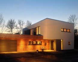 PLUS-Energie-Passivhaus: moderne Häuser von benthaus|architekten