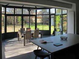 maison à Limoges: Cuisine de style de style Moderne par Jean-Paul Magy architecte d'intérieur