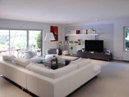 Maison à Saint Vaury: Salon de style de style Moderne par Jean-Paul Magy architecte d'intérieur
