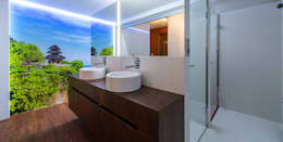 modern Bathroom by Estudio TYL