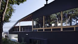 House in Umamioka: 設計組織DNAが手掛けた家です。