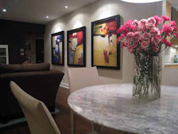 Interior decoration with modern art works:  Artwork by SHEEVIA  INTERIOR CONCEPTS