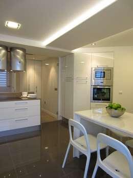 Cocinas de estilo moderno por teese interiorismo