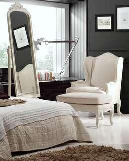 Salas de estilo clásico por Paco Escrivá Muebles
