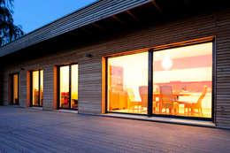 modern Balkon, veranda & terras door Bau-Fritz GmbH & Co. KG