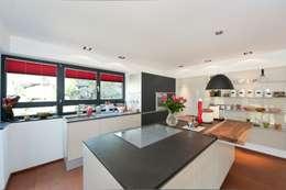 Cocina de estilo  por Bau-Fritz GmbH & Co. KG