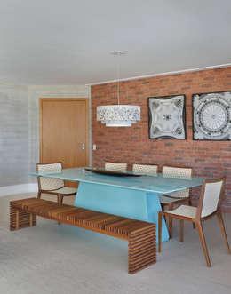 Sala de Jantar com tijolinho de demolicao: Salas de jantar modernas por Leila Dionizios Arquitetura e Luminotécnica