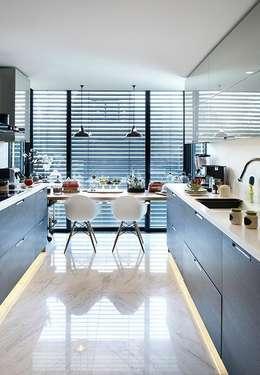 Esra Kazmirci Mimarlik: modern tarz Mutfak