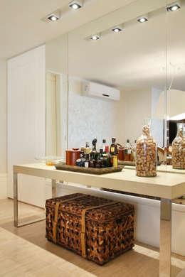 Projeto de decoração  de Apartamento : Salas de jantar modernas por Leila Dionizios Arquitetura e Luminotécnica