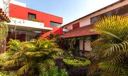G Farm House: eclectic Garden by Kumar Moorthy & Associates