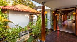 Jardines de estilo ecléctico por Kumar Moorthy & Associates