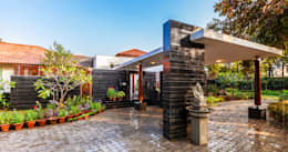 G Farm House: eclectic Garage/shed by Kumar Moorthy & Associates