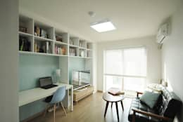 C Apartment (63sqm.): By Seog Be Seog | 바이석비석의  거실