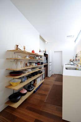 Cocinas de estilo minimalista por オオハタミツオ建築設計事務所
