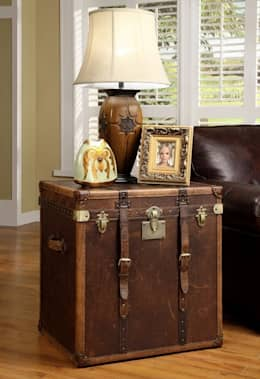 Vintage Side Table: classic Living room by Locus Habitat