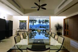PRIVATE RESIDENCE AT KERALA(CALICUT)INDIA: classic Dining room by TOPOS+PARTNERS