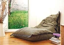 sessio. // Der gemütliche Sitzsack: moderne Wohnzimmer von reditum  //  Möbel mit Vorleben