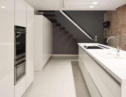 08023 Architects: minimal tarz tarz Mutfak