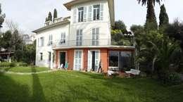 Villa à Menton: Maisons de style de style Moderne par Agence Manuel MARTINEZ
