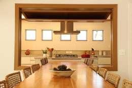 Abertura Jantar para Cozinha: Salas de jantar modernas por Ornella Lenci Arquitetura
