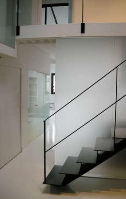 Projekty,  Korytarz, przedpokój zaprojektowane przez Barbara Sterkers , architecte d'intérieur