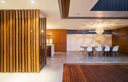 modern Dining room by CHROFI