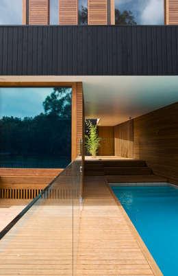 modern Pool by CHROFI