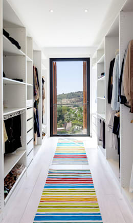 mediterranean Dressing room by 08023 Architects