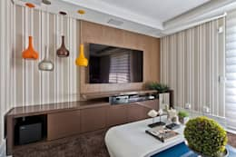 Salas multimedia de estilo clásico por Samara Barbosa Arquitetura