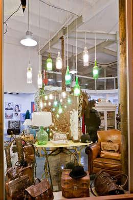 Oficinas y Tiendas de estilo  por Wabi Sabi Shop Gallery