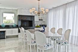 Comedores de estilo clásico por Samara Barbosa Arquitetura