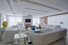 Salas de estilo clásico por Samara Barbosa Arquitetura