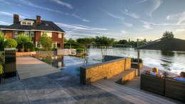 Tijdloze wellnesstuin Alblasserdam: landelijk Zwembad door ERIK VAN GELDER | Devoted to Garden Design