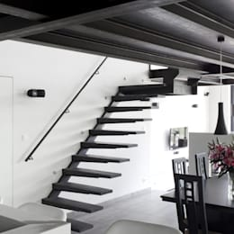 Vestíbulos, pasillos y escaleras de estilo  por DIRK COUSAERT